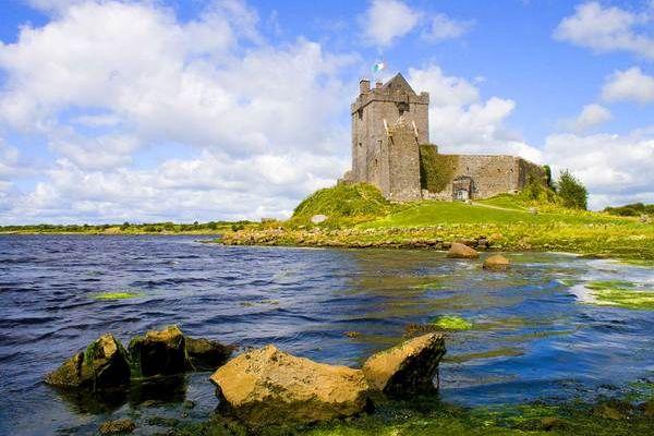 Ireland Castles & Coastlines by Tommy Hannon