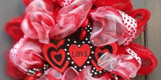 15 Lovely DIY Valentine's Day Wreaths